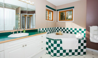 Bed and Breakfast ensuite bathroom in west kelowna